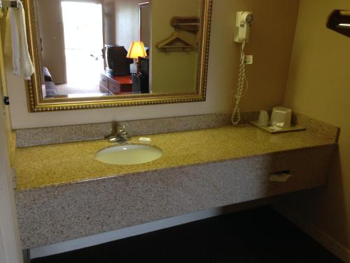 University Inn And Suites - Jacksonville, AL 36265
