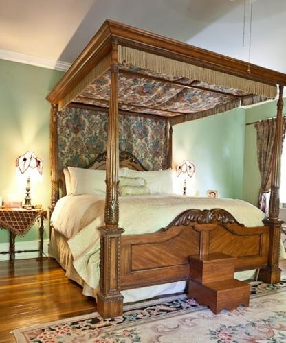Maple Hill Bed And Breakfast - Eddyville, KY 42038