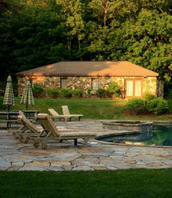 Rock Hall Luxe Lodging - Winsted, CT 06021