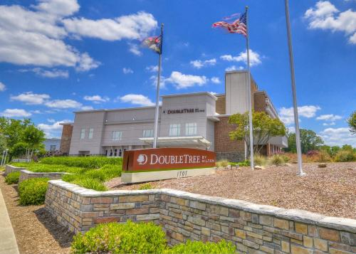 DoubleTree by Hilton Hotel Raleigh - Brownstone - University Photo