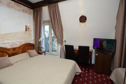 Familia Hotel photo 2