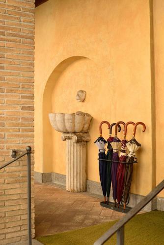 Vicolo Del Piede 2, Rome, 00153, Italy.