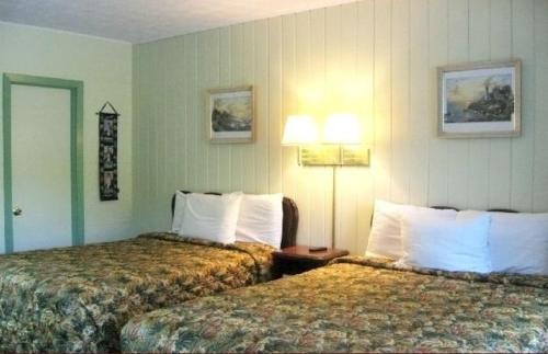White Columns Motel - Pine Mountain, GA 31822