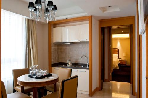 Wealthy All Suite Hotel Suzhou photo 43