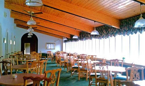Days Inn & Conf Center By Wyndham Southern Pines Pinehurst