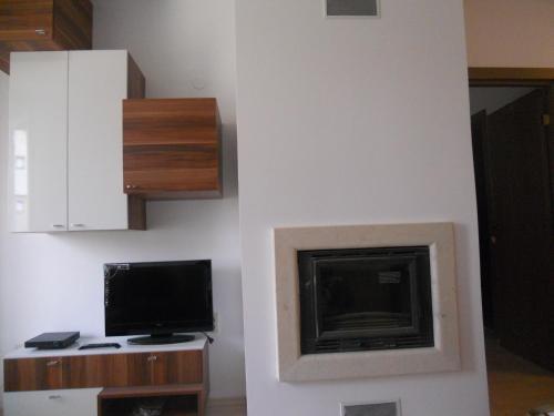 Roy's Apartment in St John Park