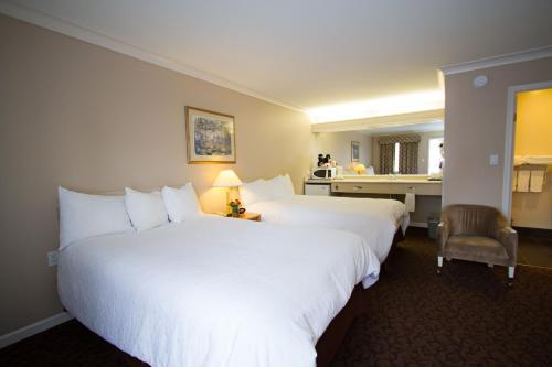 Glenwood Inn & Suites - Trail, BC V1R 2S6
