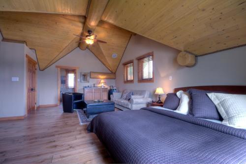 A Okanagan Lakeview Inn - Kelowna, BC V1W 4K8