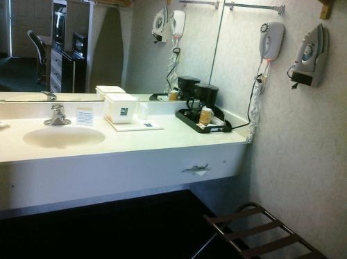 Econo Lodge Downtown South - San Antonio, TX 78214