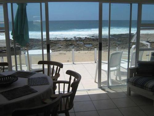 Point Village Beach Apartment Photo