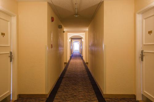 Chateau Regina Hotel And Suites - Regina, SK S4N 7A9