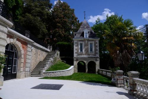 19 Quai de la Loire, 37210 Rochecorbon, France.