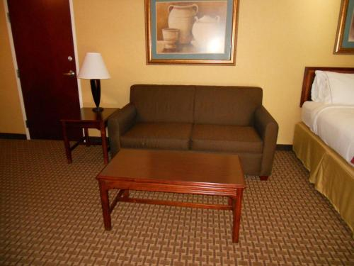 Holiday Inn Express And Suites Hazard - Hazard, KY 41701