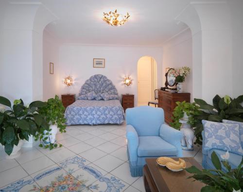 Via Tragara, 24, 80076 Capri NA, Italy.