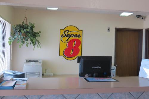 Super 8 By Wyndham Evansville East - Evansville, IN 47715