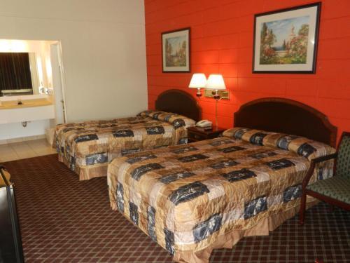 Holiday Motor Lodge - Nashville, AR 71852