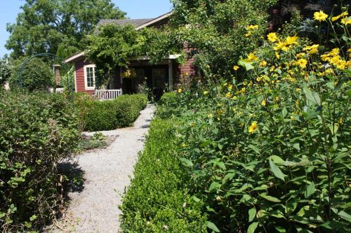 Schoolmaster's House Bed & Breakfast - Niagara On The Lake, ON L0S 1J0