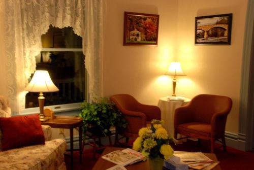 Terra Nova House Bed And Breakfast - Grove City, PA 16127