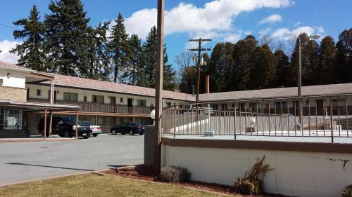Budget Host Inn - Bedford, PA 15522