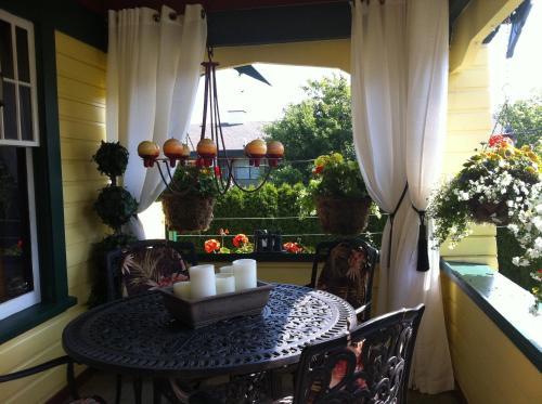 Clair's Bed & Breakfast Inn Ladner Village - Delta, BC V4K 1V4