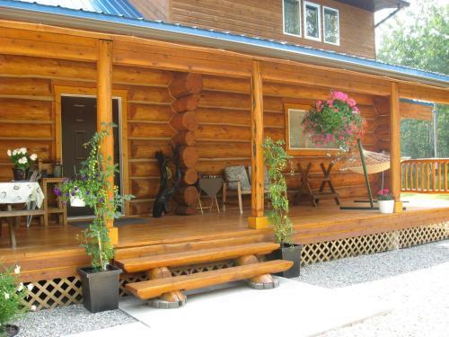 Cougar Mountain Lodge B&b - Valemount, BC V0E 2Z0