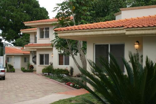 Alcazar Suites Photo