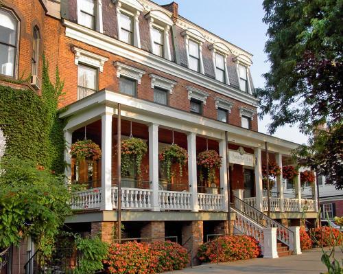 Saratoga Arms Photo