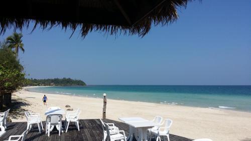 Nana Beach Hotel Chumphon