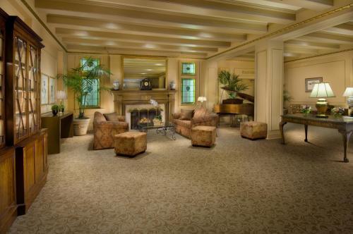 Mayflower Park Hotel - Seattle, WA 98101