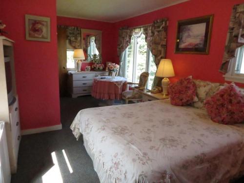 Claddagh Motel & Suites - Rockport, ME 04856
