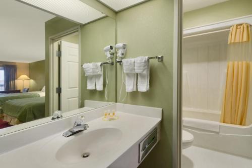 Quality Inn & Suites - Warner Robins, GA 31088
