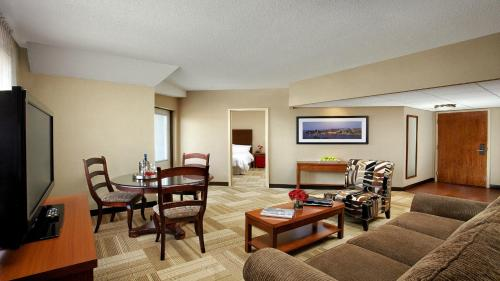 Four Points By Sheraton Hotel And Suites Kingston - Kingston, ON K7L 3B1