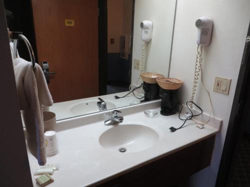 Super 8 By Wyndham Monmouth Il - Monmouth, IL 61462