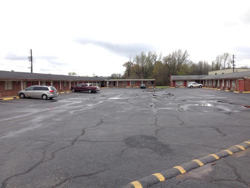 Voyager Inn - Aliceville, AL 35442