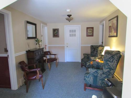 Curtis House - Woodbury, CT 06798
