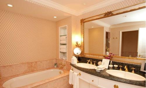 Pleasant Stay Inn & Suites