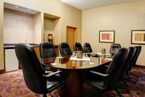 Hampton Inn & Suites Langley-surrey - Surrey, BC V3S7R2