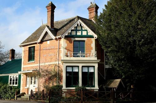 Farnham, Nr Blandford Forum, Dorset DT11 8DE, England.