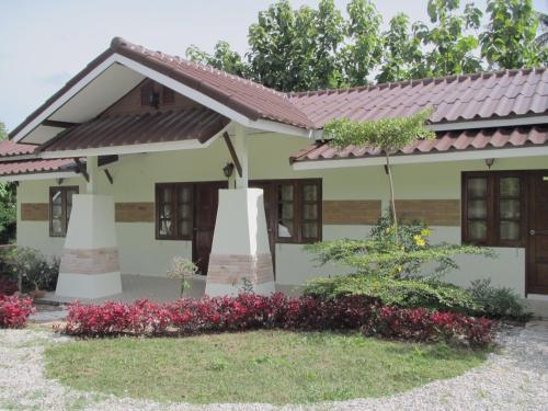 Suanlamyai Resort
