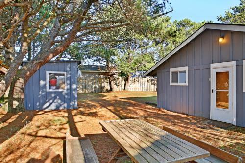 B & R Beach Bungalow - Grayland, WA 98547