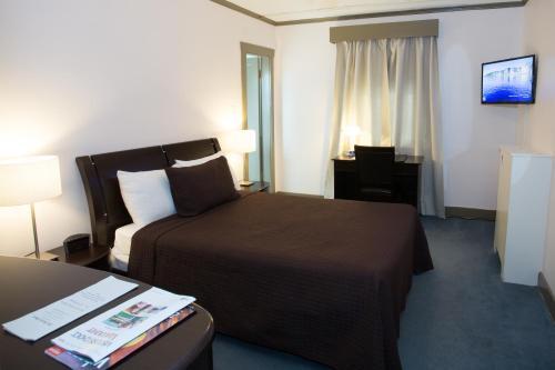 The Buchan Hotel - Vancouver, BC V6G 1H7