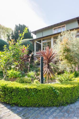The Jabberwock Bed & Breakfast - Monterey, CA 93940