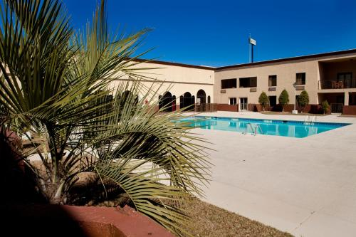 Cottonwood Suites Savannah Hotel & Conference Center - Pooler, GA 31322