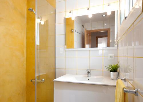 LetsGo Sagrada Familia Penthouse photo 12