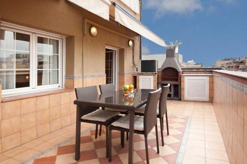 LetsGo Sagrada Familia Penthouse photo 17