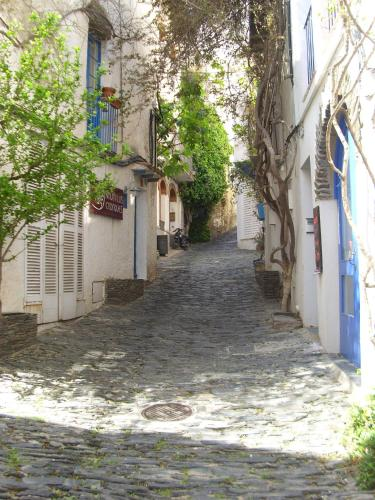 Calle Horta Vella, 17488 Cadaques, Girona, Spain.