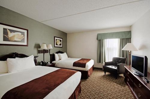 D. Hotel & Suites Photo