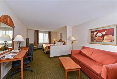 Comfort Inn and Suites Surprise - Phoenix NW Photo