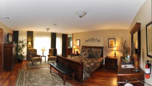 Stone Edge Estate Bed & Breakfast - Georgetown, ON L7G 4S8