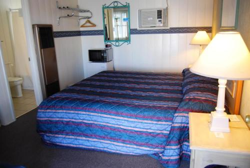 Redwood Motel Photo